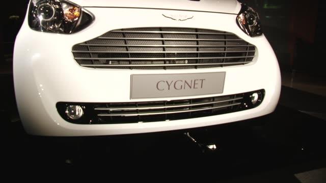 vídeos de stock e filmes b-roll de front view of aston martin cygnet aston martin cygnet launch on january 20 2011 in london england - grade de radiador