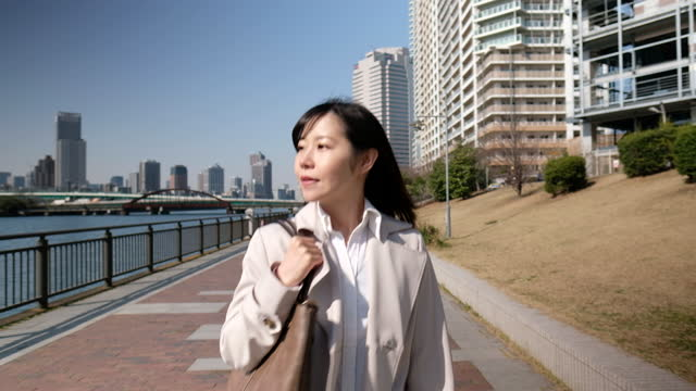 front view of businesswoman walking on street of bay area - only japanese stock videos & royalty-free footage