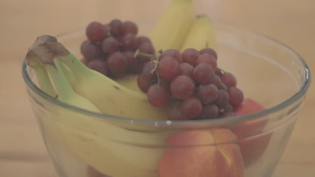 vidéos et rushes de front view of fruit in a large bowl - coupe à fruits