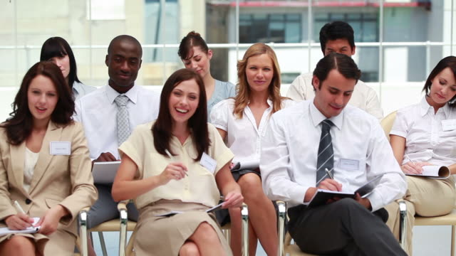 stockvideo's en b-roll-footage met front view of smiling business people - overhemd en stropdas