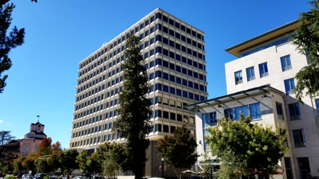 frontal view of the iconic 444 castro street office building in the silicon valley mountain view california which houses many startup and technology... - スナップチャット点の映像素材/bロール