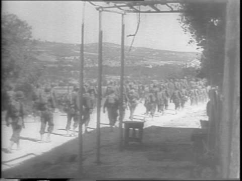 frontline drama of the relentless allied surge toward messina and windup of sicilian campaign / in palermo montage of american soldiers marching... - arrendersi video stock e b–roll