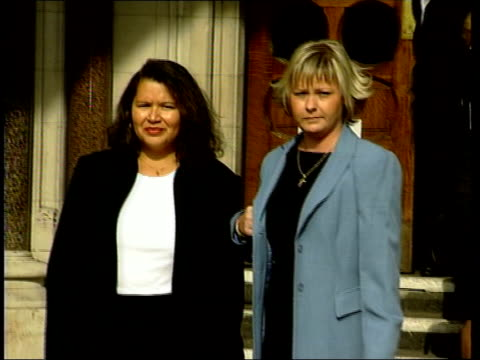 vidéos et rushes de women cannot use embryos news england london lorraine hadley natallie evans on steps of royal courts of justice muiris lyons press conference sot to... - sue johnston