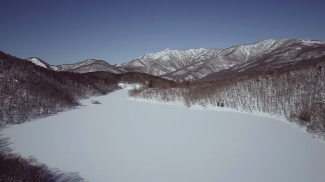 aerial frozen lake and mountains in winter, shiga highlands, joshin etsu-kogen national park, nagano prefecture, japan - joshinetsu kogen national park stock videos and b-roll footage