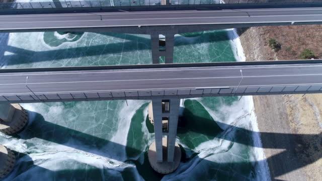 a frozen river under the dannyang bridge in dannyanggun, chungcheongbuk-do - gerade stock-videos und b-roll-filmmaterial