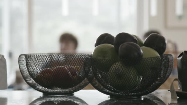 vidéos et rushes de fruit basket on countertop, close up - panier