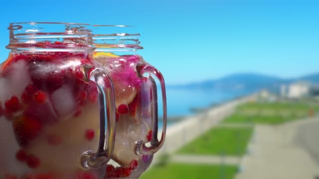Fruktdrycker på resort vallen bakgrunden
