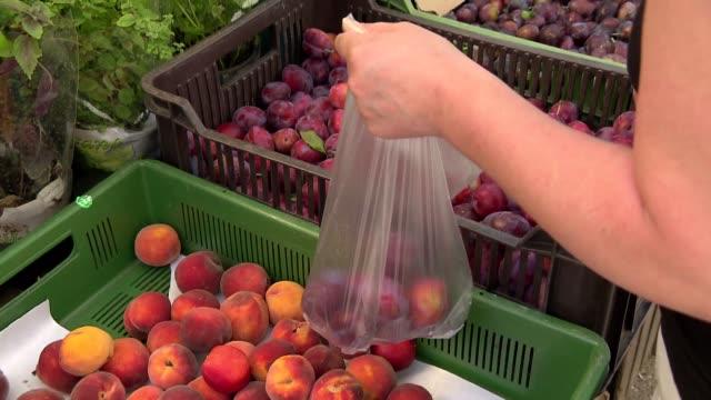 fruit on market - fruit stock videos & royalty-free footage