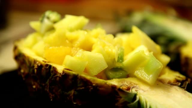 フルーツサラダのパイナップル Halfs