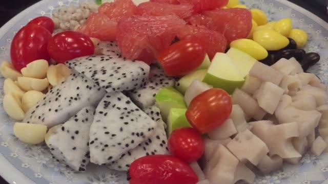 obstsalat - dessert stock-videos und b-roll-filmmaterial