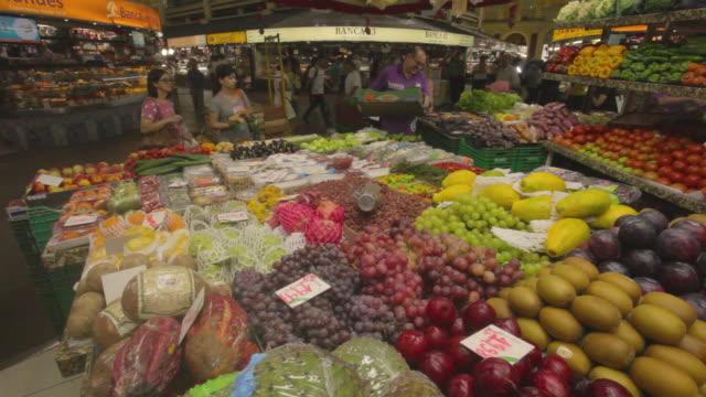 fruit stall, central public market, porto alegre, rio grande do sul - cucina vegetariana video stock e b–roll