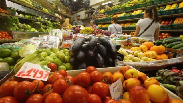 fruit stall, central public market, porto alegre, rio grande do sul - stato di rio grande do sul video stock e b–roll