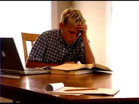 frustrated boy doing homework - 男児のみ点の映像素材/bロール