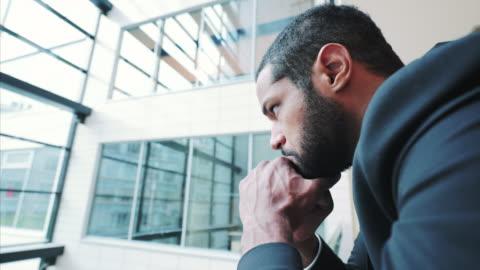 stockvideo's en b-roll-footage met gefrustreerd zakenman. - werkloosheid