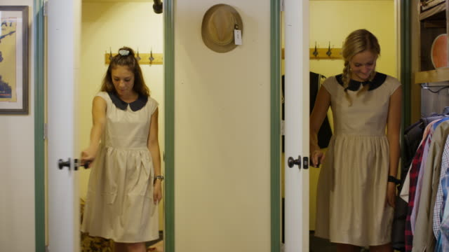 vídeos de stock e filmes b-roll de frustrated girls trying on similar dresses in clothing store / provo, utah, united states - cabine de loja