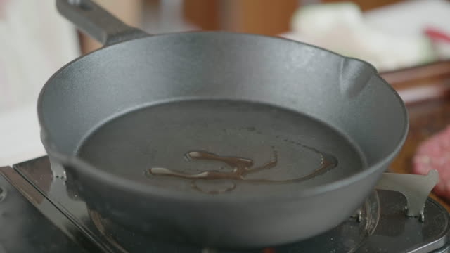 frying burger using iron cast pan
