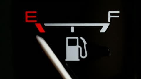vídeos y material grabado en eventos de stock de medidor de combustible (vacía para completa) - echar combustible
