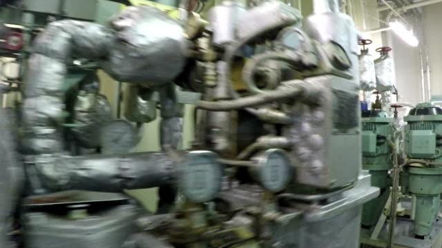 stockvideo's en b-roll-footage met brandstof pompen - machinekamer