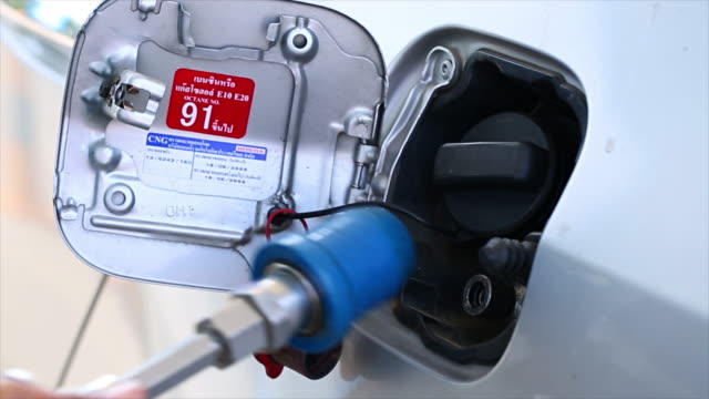 Fuel up der Erdgas Fahrzeug (NGV