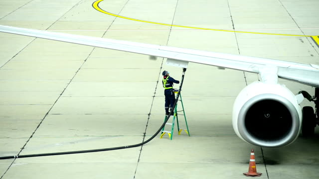 HD - Fueling an airplane