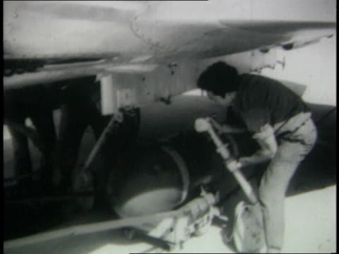 fueling / loading bombs with winch / pilot climbing into cockpit - sechstagekrieg stock-videos und b-roll-filmmaterial