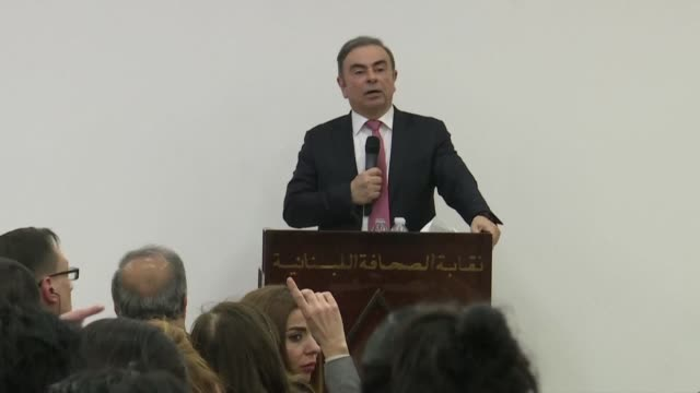 vídeos de stock, filmes e b-roll de fugitive auto tycoon carlos ghosn says he expected more help from the brazilian government as he answered a question from a brazilian journalist at... - perguntando