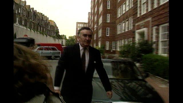vídeos de stock e filmes b-roll de fugitive businessman asil nadir returns to the uk; 1990s london: ext michael mates mp walking along road - cargo governamental