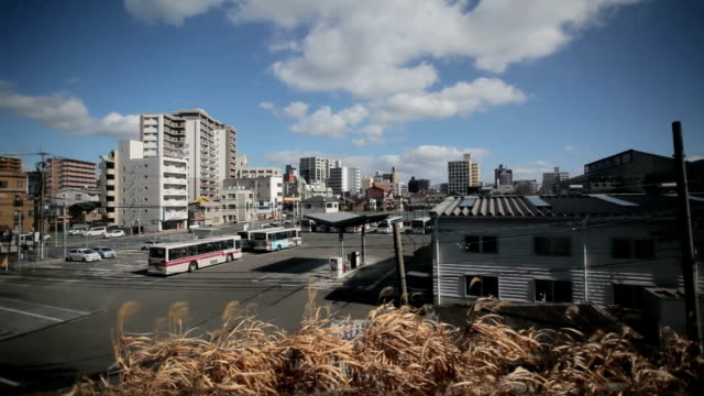 vídeos de stock, filmes e b-roll de fukuoka city vista de trem - prefeitura de fukuoka