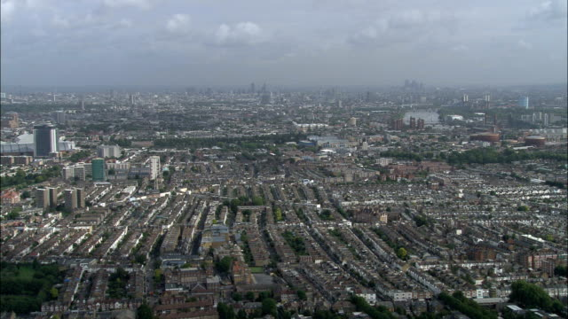 fulham campo di calcio vista aerea-inghilterra, grande londra, richmond upon thames, regno unito - greater london video stock e b–roll