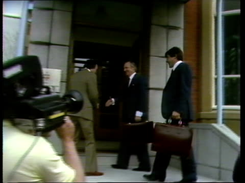 lytham: st annes: cms malcolm macdonald and two others pull out as stands on steps robert wilson and geoff hopkins r-l then towards and pose for press - リザムセントアンズ点の映像素材/bロール