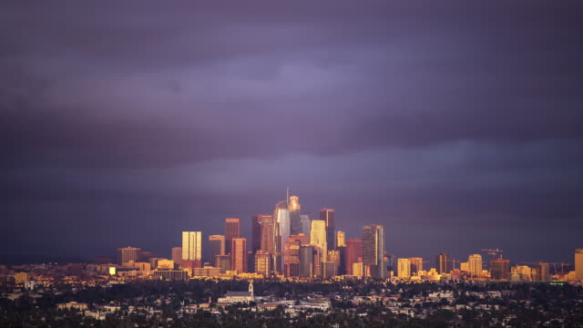 vídeos de stock, filmes e b-roll de full day to night time lapse of los angeles - nublado