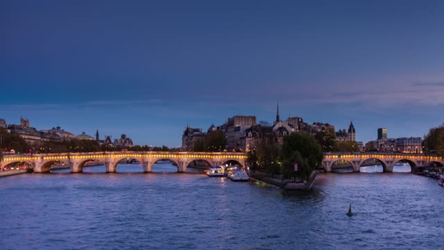 full day to night time lapse of the île de la cité, paris - river seine stock videos & royalty-free footage