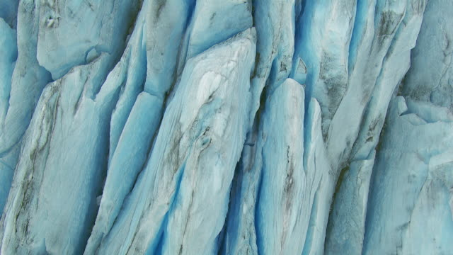 full frame view of crevasses in a glacier - 氷河点の映像素材/bロール