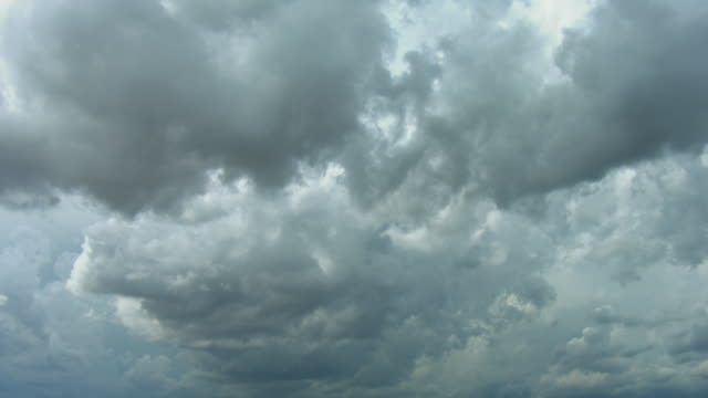 full frame view of dark clouds in sky - stimmungsvoller himmel stock-videos und b-roll-filmmaterial