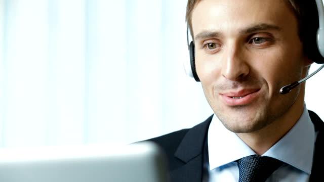 Full HD 1080 p: Kunden-support-Telefon-Betreiber im Büro, Arbeit
