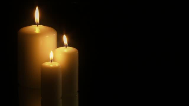 vídeos y material grabado en eventos de stock de seamless loop full hd de 3 velas-pal, 25fps - símbolo de la paz conceptos