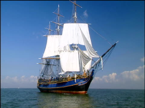 full length view of replica of hms bounty - schiffsmast stock-videos und b-roll-filmmaterial