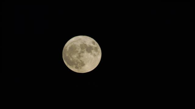 Fullmåne på natten