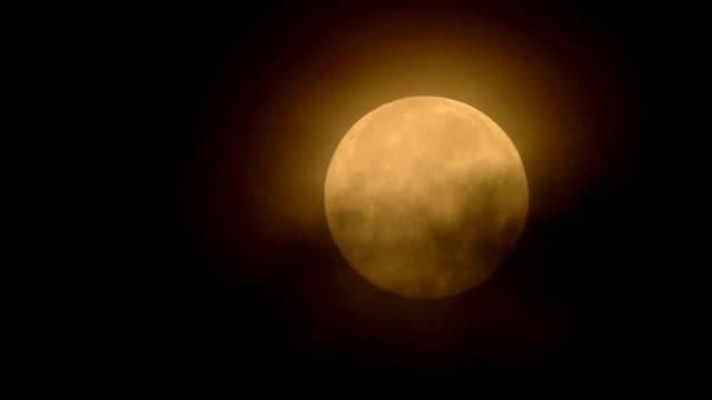 full moon moving down night sky from entry to exit - full hd format stock videos & royalty-free footage
