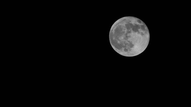 vidéos et rushes de pleine lune remontant à 4k uhd - équipement photographique