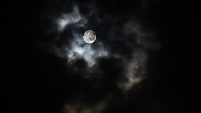 vídeos y material grabado en eventos de stock de noche de luna llena - espacio y astronomía