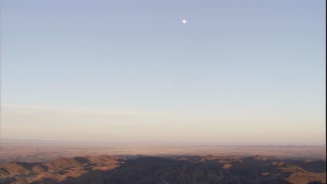 vidéos et rushes de full moon over gobi desert, mongolia available in hd - désert de gobi