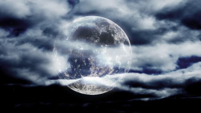 luna piena ascesa. hq 1080 p 4:4: 4 - argentato video stock e b–roll