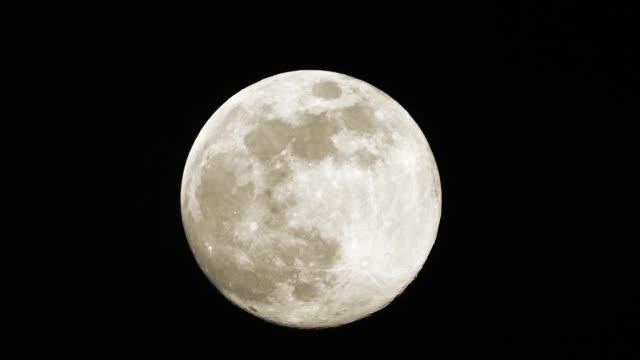 ヨーロッパに昇る満月 - 四月点の映像素材/bロール