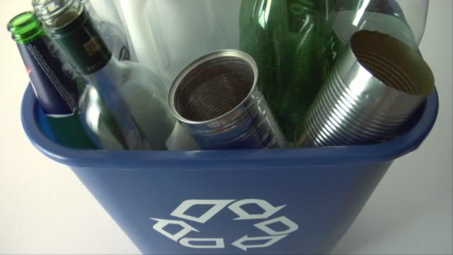 vidéos et rushes de cu, ha, full recycling bin - plein
