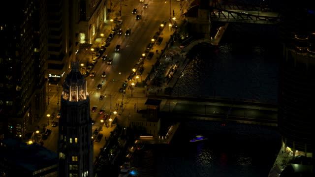 full shot of dearborn street bridge in downtown chicago at night - dearborn stock-videos und b-roll-filmmaterial