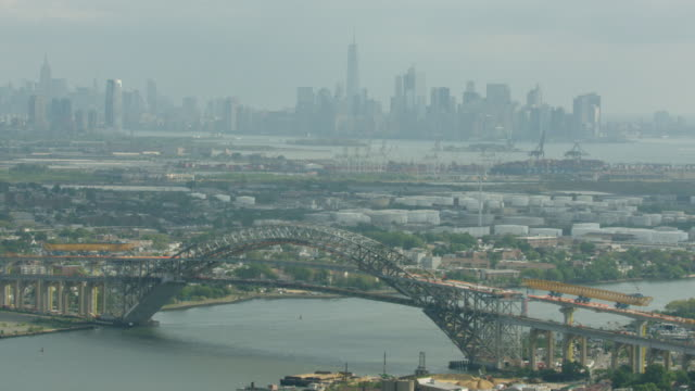full shot of the bayonne bridge under construction with the manhattan skyline in the background - arch bridge stock videos and b-roll footage