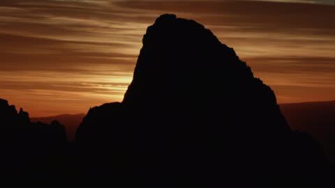 full shot of the peak of the grand teton at sunrise - teton range stock videos & royalty-free footage