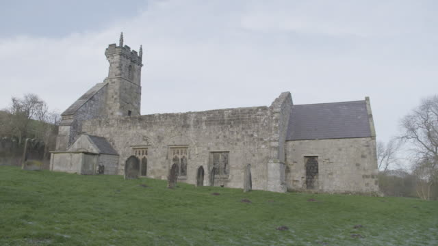 full shot of the ruins of st martins church in wharram percy in the deserted medieval village - tomb stock videos & royalty-free footage