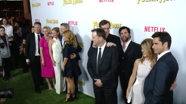 vídeos de stock, filmes e b-roll de fuller house cast at the netflix's fuller house premiere at pacific theaters at the grove on february 16 2016 in los angeles california - the grove los angeles